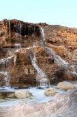 Fließende wasserfall — Stockfoto