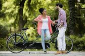 çift üzerinde bisiklet sürme — Stok fotoğraf