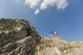 Couple de randonnée sur la montagne — Photo
