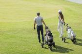 Pár hrát golf — Stock fotografie