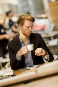 Young businessman in the cafe — Stok fotoğraf
