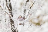 Junge frau im winter — Stockfoto
