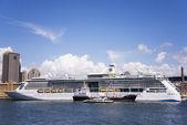 Cruiser in Sidney port — Stock Photo