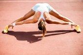 Jonge vrouw nemen oefening — Stockfoto