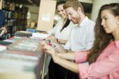 Students in the library — Stock Photo