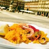 Paella in Plaza Mayor in Madrid, Spain — Stock Photo