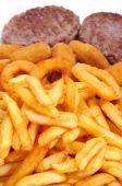 Prato espanhol combinado com hambúrgueres, croquetes, calamares e fr — Foto Stock