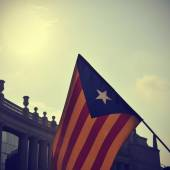 The estelada, the Catalan pro-independence flag, against the sky — Stock Photo