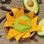 Nachos and guacamole — Stock Photo