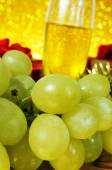 Bunch of grapes and champagne — Fotografia Stock