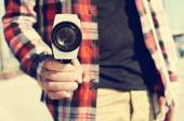 Man pointing a Super 8 camera at the observer — Stockfoto