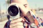 Young man filming with a Super 8 camera — Stock Photo