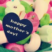 The sentence happy mothers day on a candy bouquet — Stock Photo