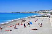 People sunbathing on the beach in Nice, France — Stock Photo