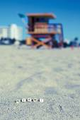 Maimi Southbeach, lifeguard house with letters on the sand — Stock Photo
