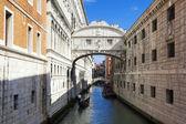 Bridge of Sighs and gondola — Stock Photo