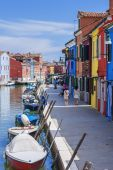Vertical view of colorful street in Burano — Stock Photo