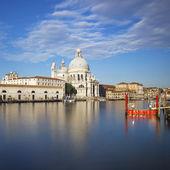 The famous Basilica di Santa Maria della Salute — Stock Photo