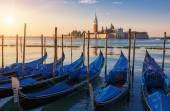 Beautiful view of Venice with gondolas at sunrise — Stock Photo