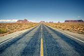 Desert highway leading into Monument Valley — Stock Photo