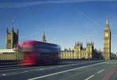 Ben and bus crossing the bridge — Stock Photo