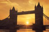 Tower Bridge at sunrise — Stock Photo