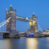 Famous Tower Bridge in the evening — Stock Photo