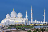 View of famous Abu Dhabi Sheikh Zayed Mosque — Stock Photo