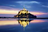 Mont-Saint-Michel by night — Stock Photo