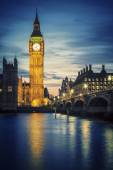 Famous Big Ben tower in London at sunset — Stock Photo