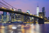 Brooklyn bridge at dusk — Stock Photo