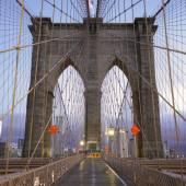 Famous Brooklyn Bridge in Manhattan — Stock Photo