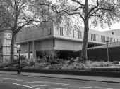 Black and white Royal College Of Physicians in London — Stock Photo