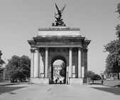 Black and white Wellington arch in London — Stock Photo