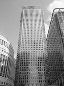 Schwarz und weiß Canary Wharf in London — Stockfoto
