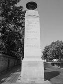 Puertas de Memorial de blanco y negro en Londres — Foto de Stock