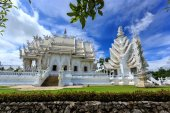 White Temple - Wat Rong Khun in Chiang Rai at sunny day — Foto Stock
