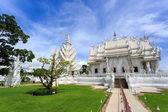 Tempio bianco - wat rong khun a chiang rai al giorno di sole — Foto Stock