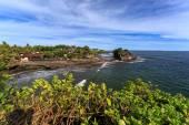 Pobřeží poblíž Tanah Lot, Bali. Indonésie — Stock fotografie
