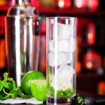 Mojito cocktail in bar — Stock Photo #62211617