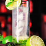 Mojito cocktail in bar — Stock Photo #62211633