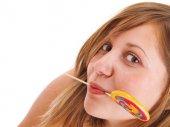Giovane donna con lecca-lecca — Foto Stock