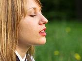 Ragazza adolescente all'aperto — Foto Stock