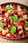 Poulet aux oignons et tomates cerises — Photo