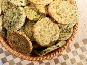 Homemade biscuits with spinach — Stok fotoğraf