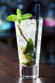 Cocktail  Mojito in bar — Stock Photo