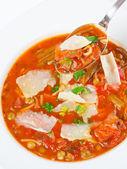 Minestrone soep met lepel — Stockfoto