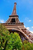 Eiffelova věž na den — Stock fotografie