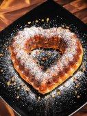 Heartshaped cake, home made — Stock Photo