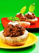 Champiñones rellenos con carne y mozzarella — Foto de Stock
